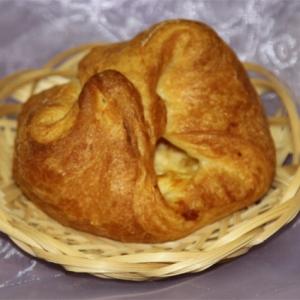 Сдоба слоеная с сыром и творогом